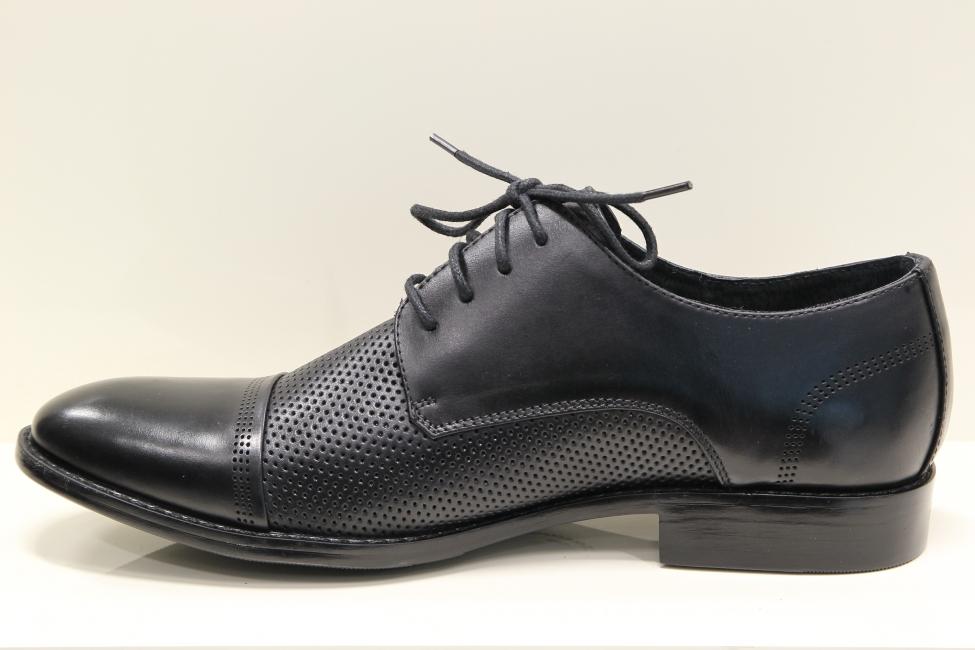 df608d11a7 Pánske čierne kožené spoločenské perforované topánky - MojaObuv